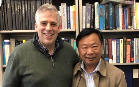 韩锋与David教授在康奈尔大学谈亦来云